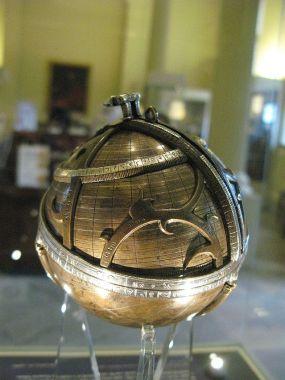 800px-Spherical_astrolabe_2